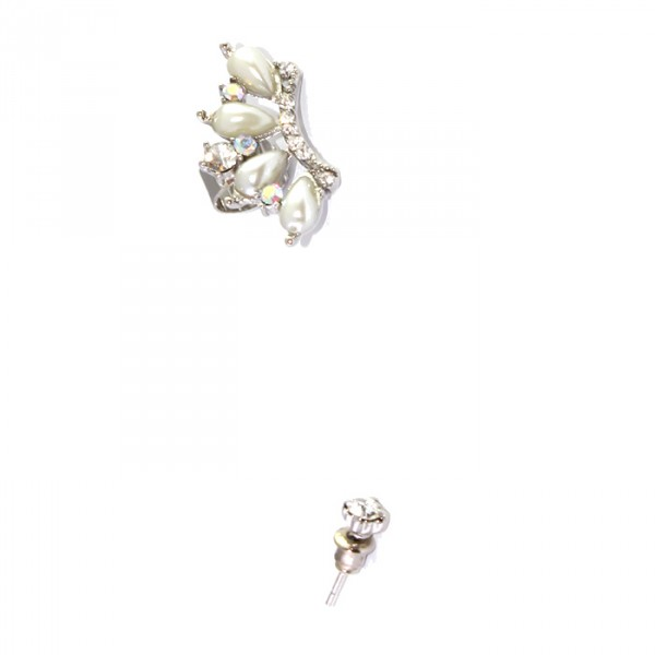 Heiress Crystals & Pearsl Ear Cuff