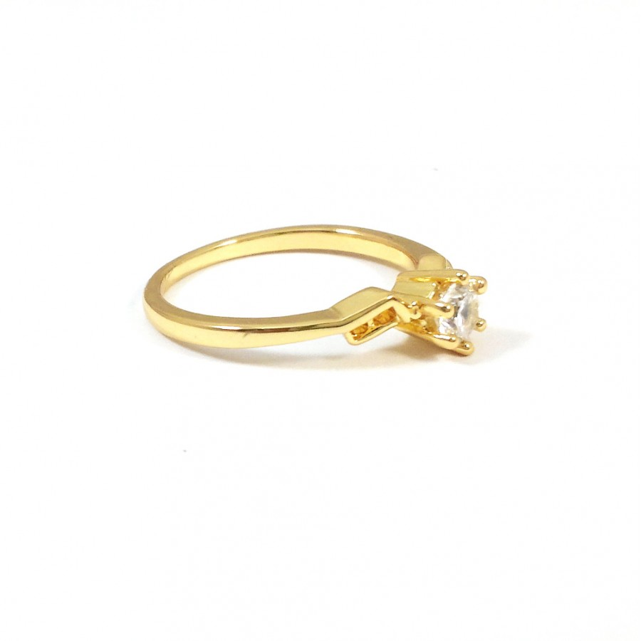 Solitaire Geo Crystal Cubic Zirconia 18k Gold Ring